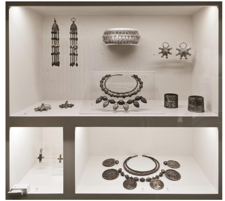 Showcase 1. Pieces of jewellery of the XIth—XIVth centuries