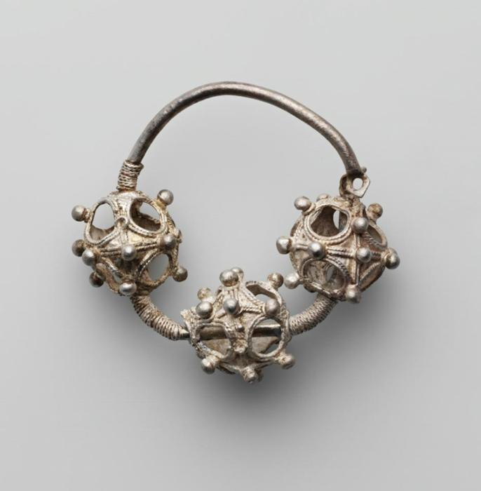 Temple rings (or temporal rings - accessories, made of base metals, which were worn on the head, near the temples)